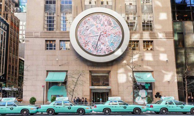 TIFFANY & CO. MALUJE MĚSTO NEW YORK NA MODRO DO SVÉ TIFFANY BLUE®